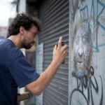 christian guémy c215 dans la rue face au mur